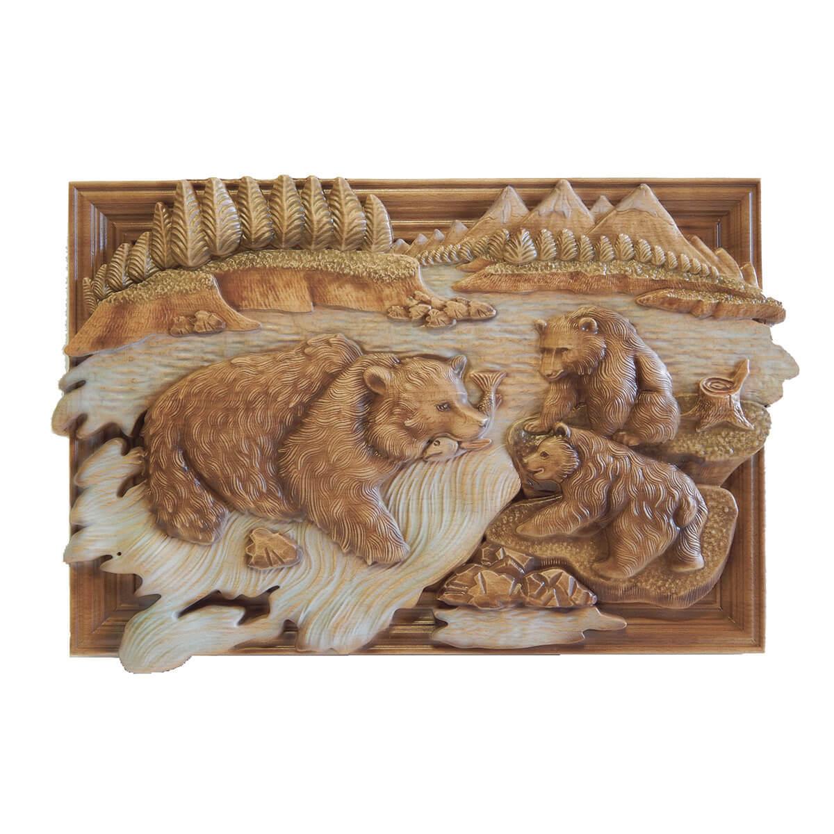 Резная картина из дерева Медведи ловят рыбу